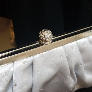 Handbags - ❤5 for $25❤sparkl silver white satin dressy clutch